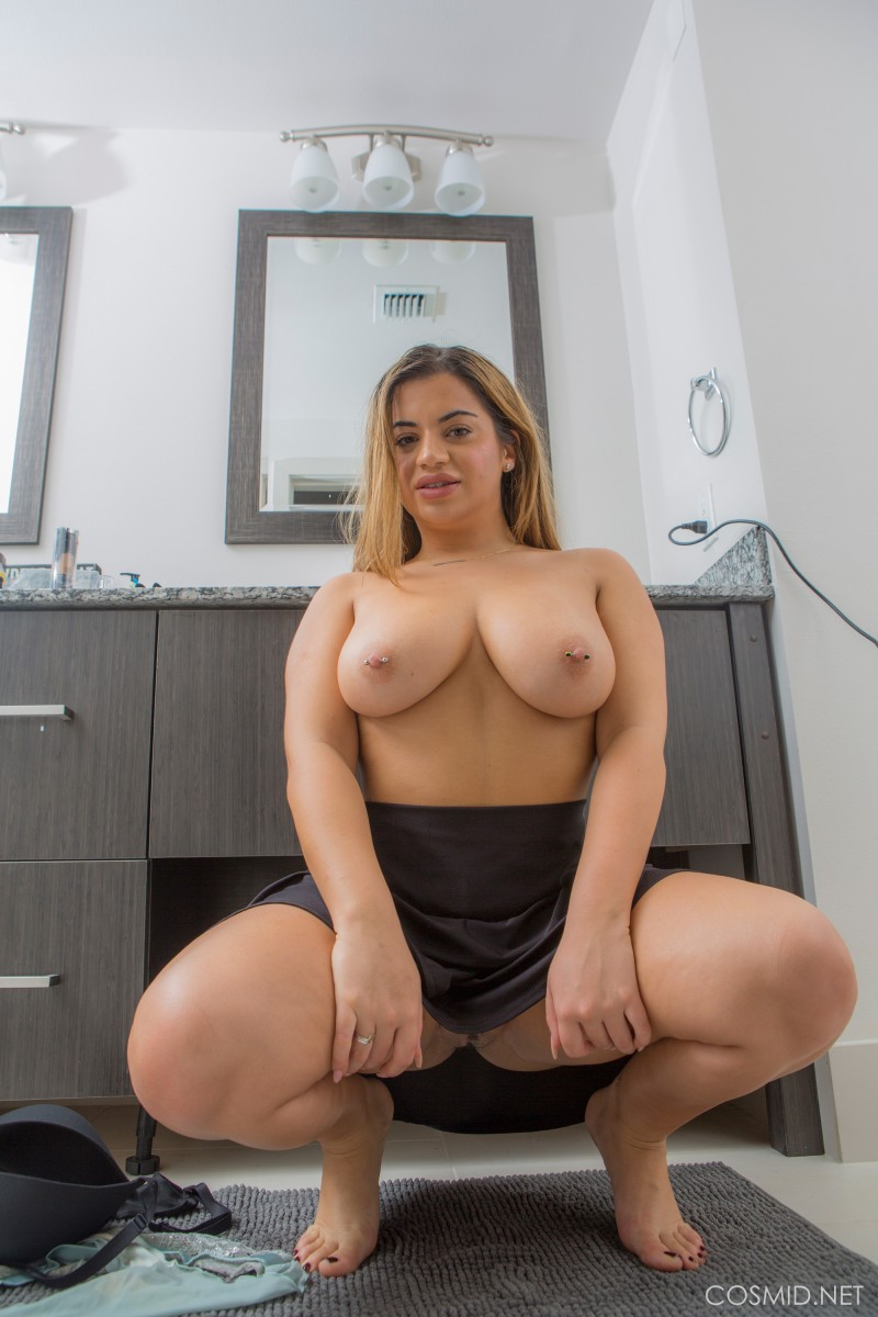 Lisa Martiz Shows Big Thick Ass-4857