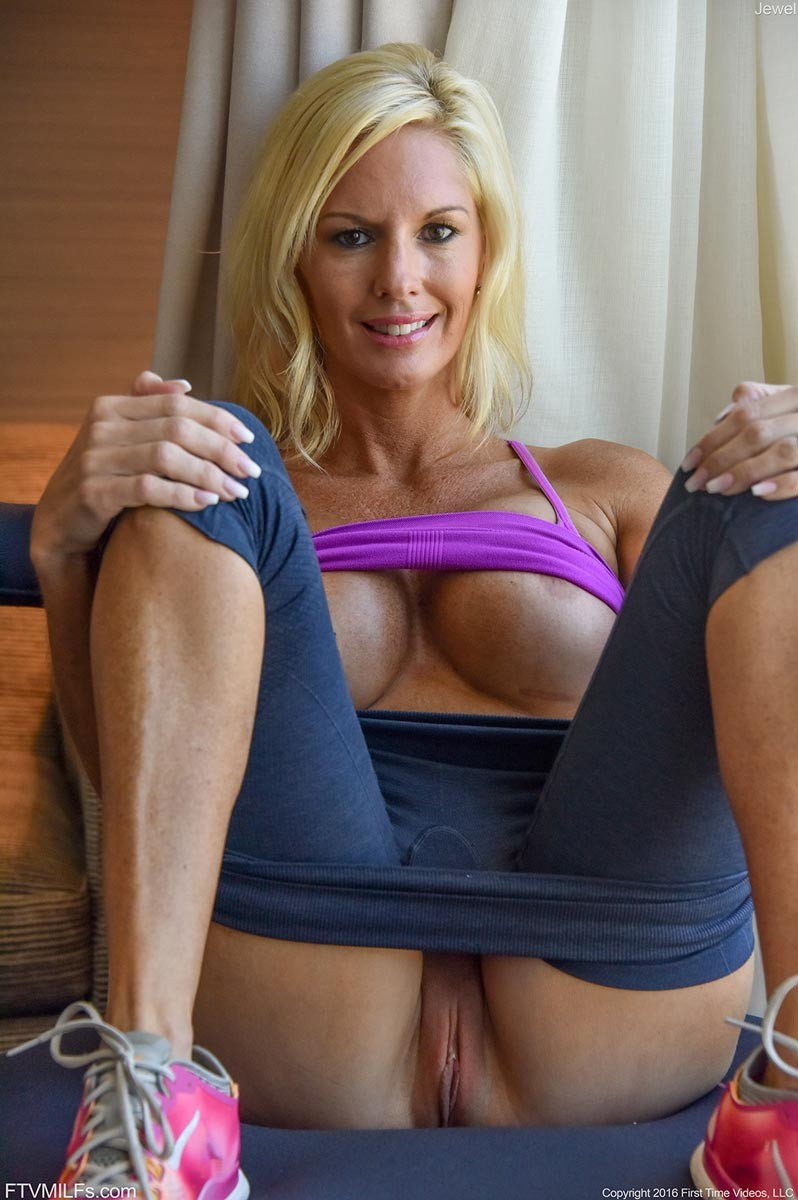 image Blonde sexy milf on a first date fuck