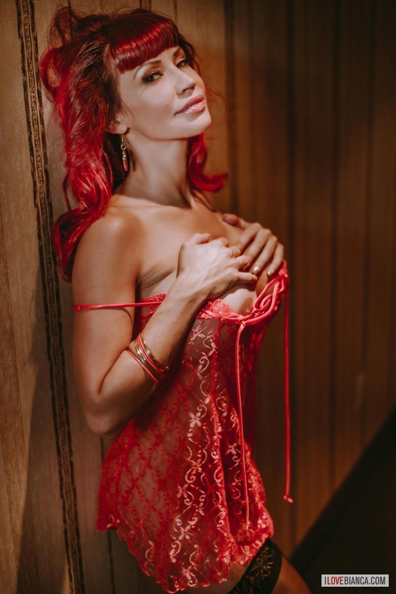 bianca beauchamp looks hot in lingerie