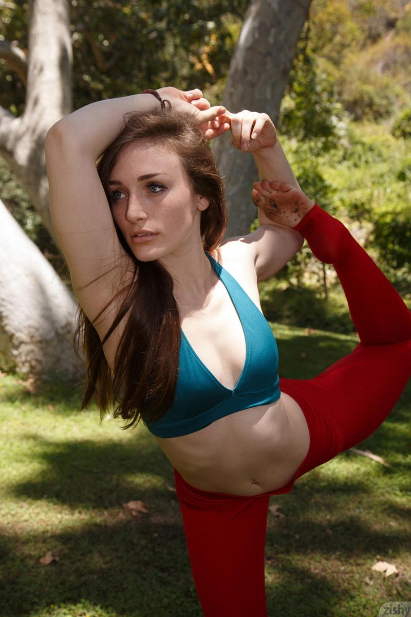 hot yoga babe in red tights