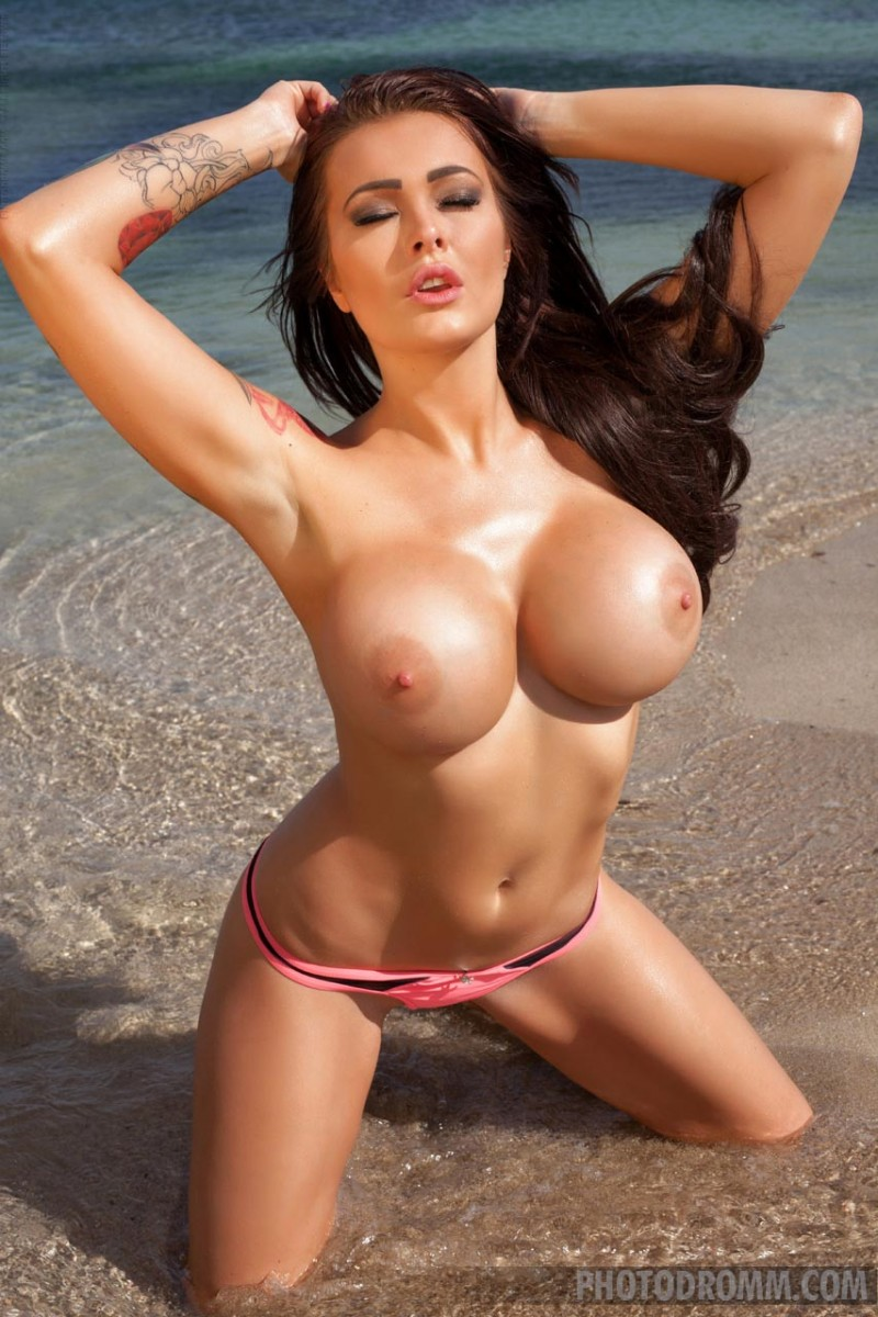 Can hot girl bikini big boobs that