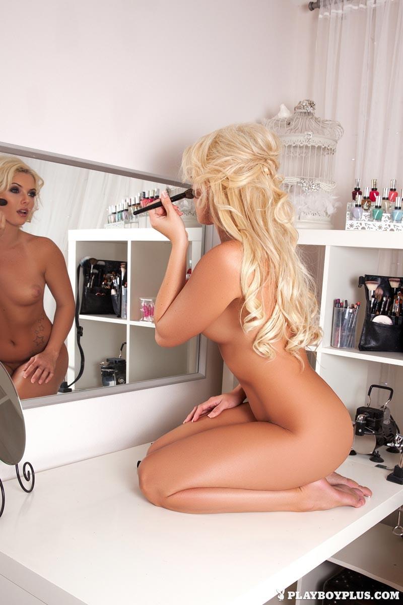 Cheyenne Cummings Naked in the Makeup Room