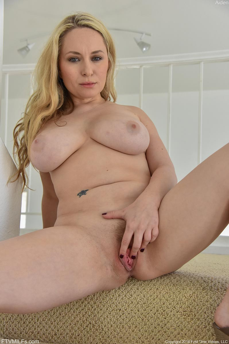 Sexy blonde aiden starr blowing and tit fucking a hard cock 2