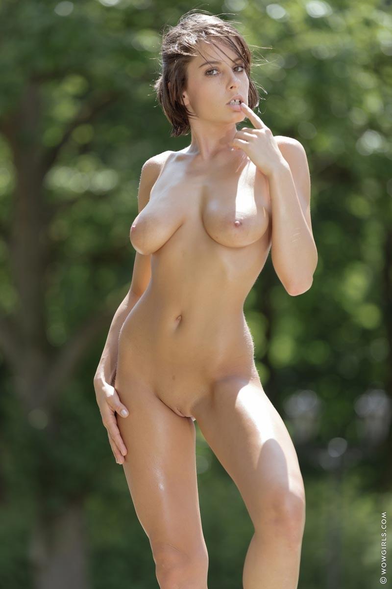 Women with big tits in bikinis