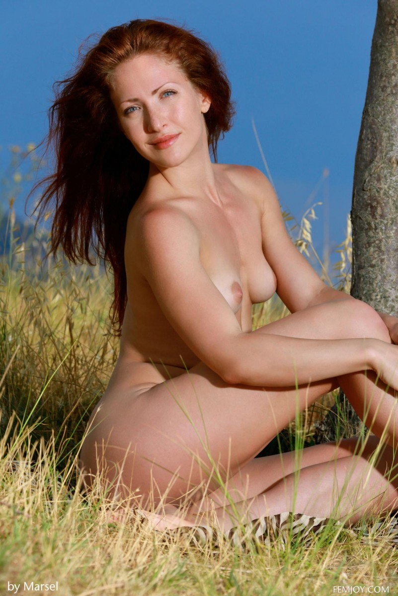 Naked Lean Redhead In The Outdoors-2924