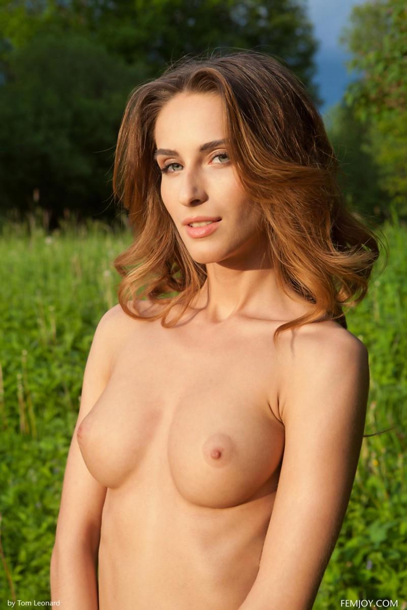 Goddess brunette milf big tits toys play