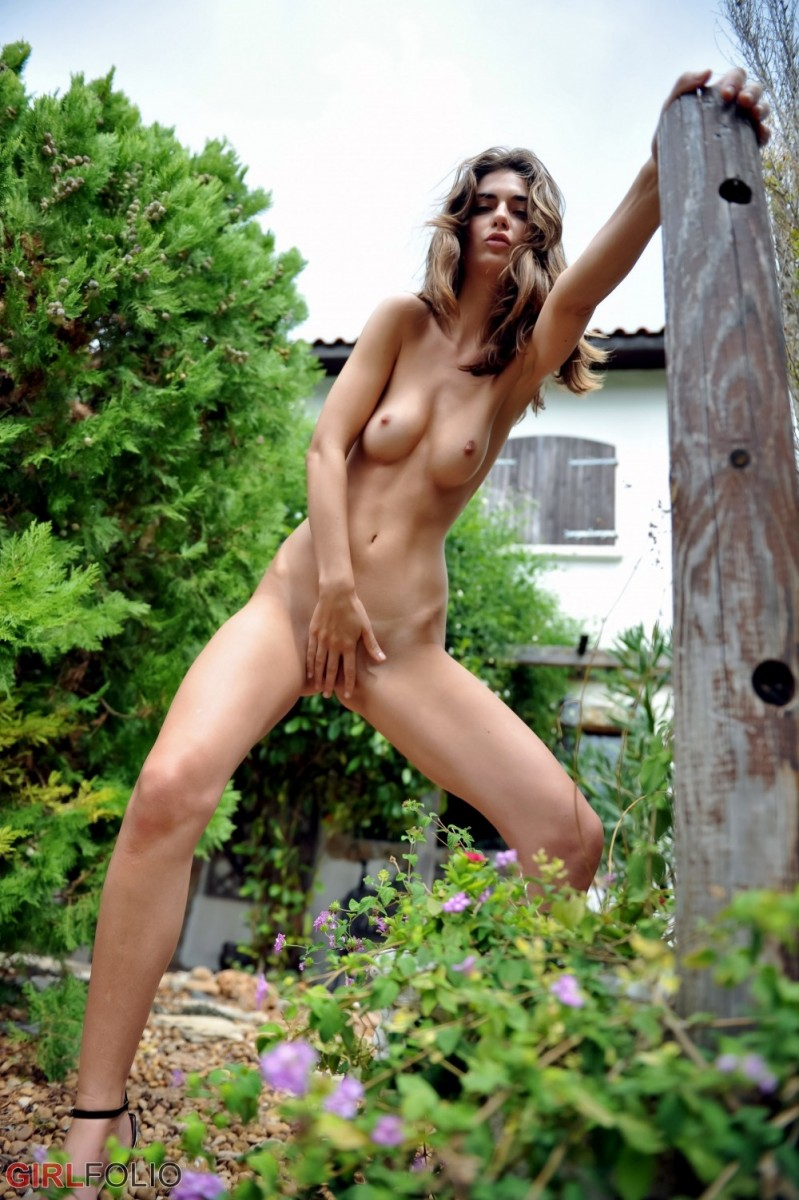 Charlotta Phillip Leggy Babe Teasing Outside-4533