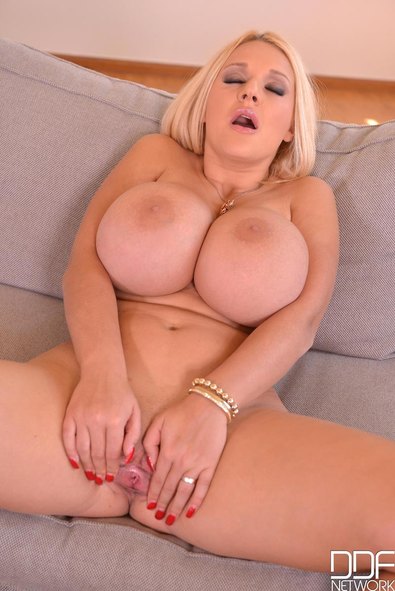 Extreme huge tits-1189