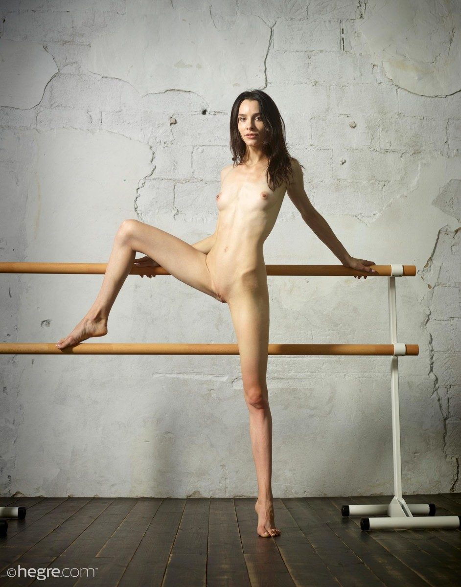 skinny women naked pictures