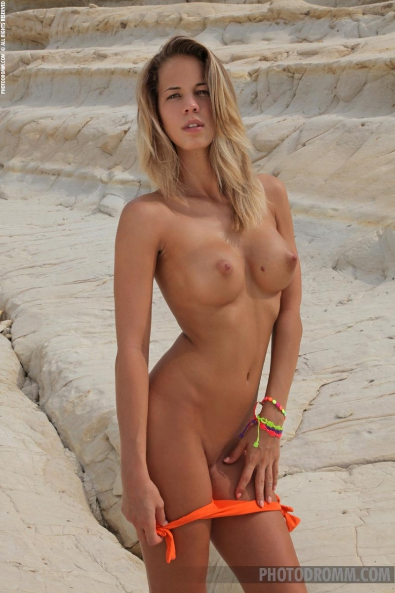 New nude babe-2826