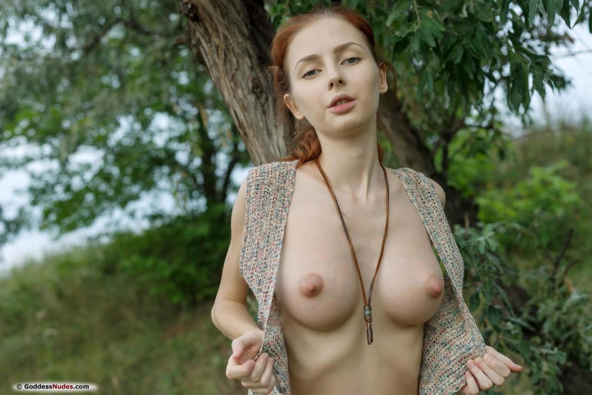 Ebony beauty in lingerie loves to play