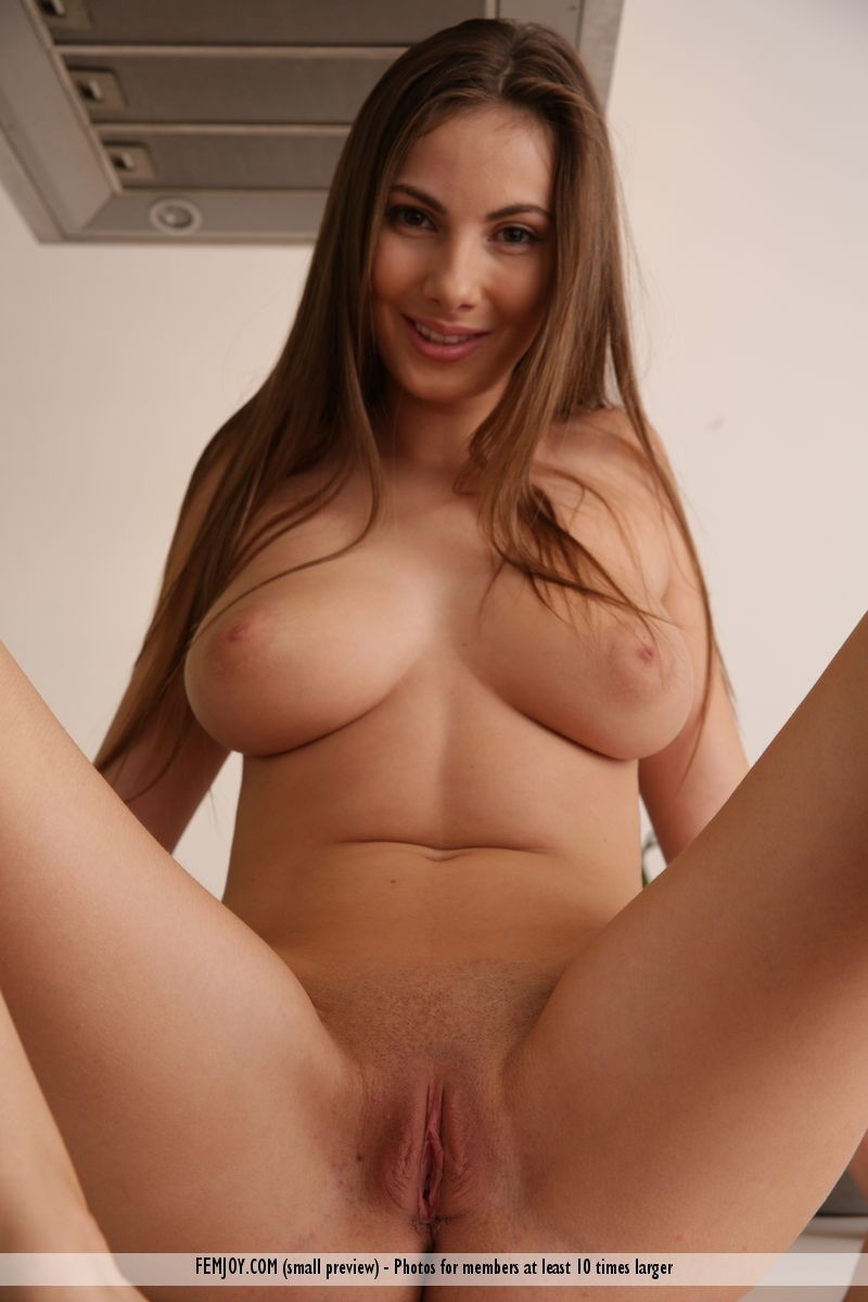 Black nude big tit with open leg