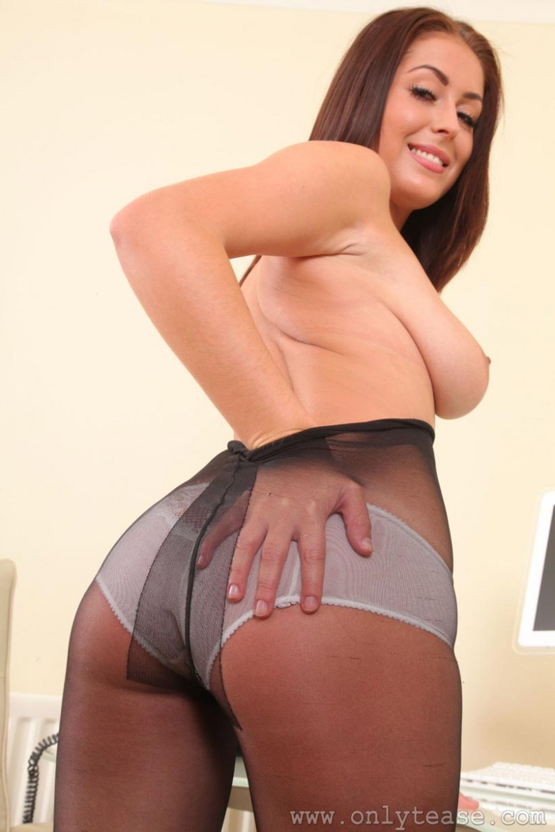 Busty Susie Grace In Pantyhose