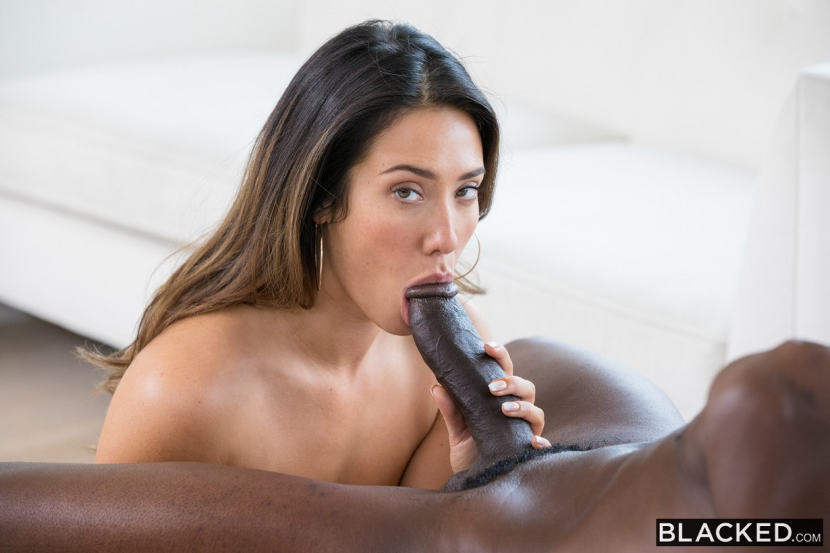 Blacked curvy latina gets dominated by a famous rapper 7