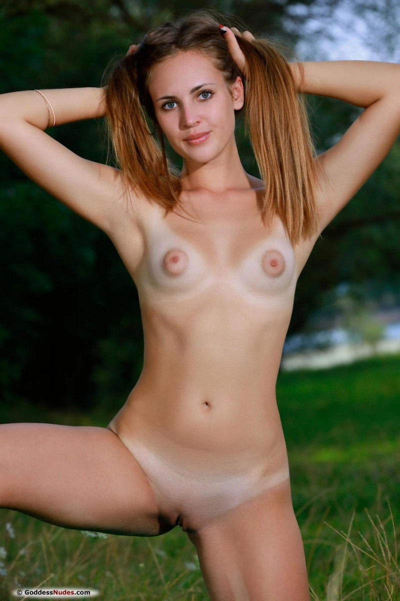 Goddess Hailey Nude In Nature-1968