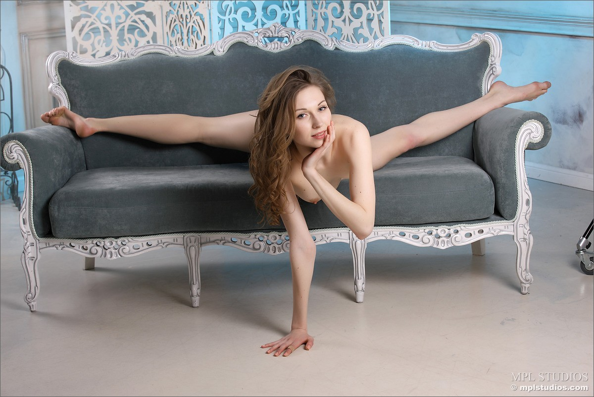 Nude Flexy Babes Pic 11