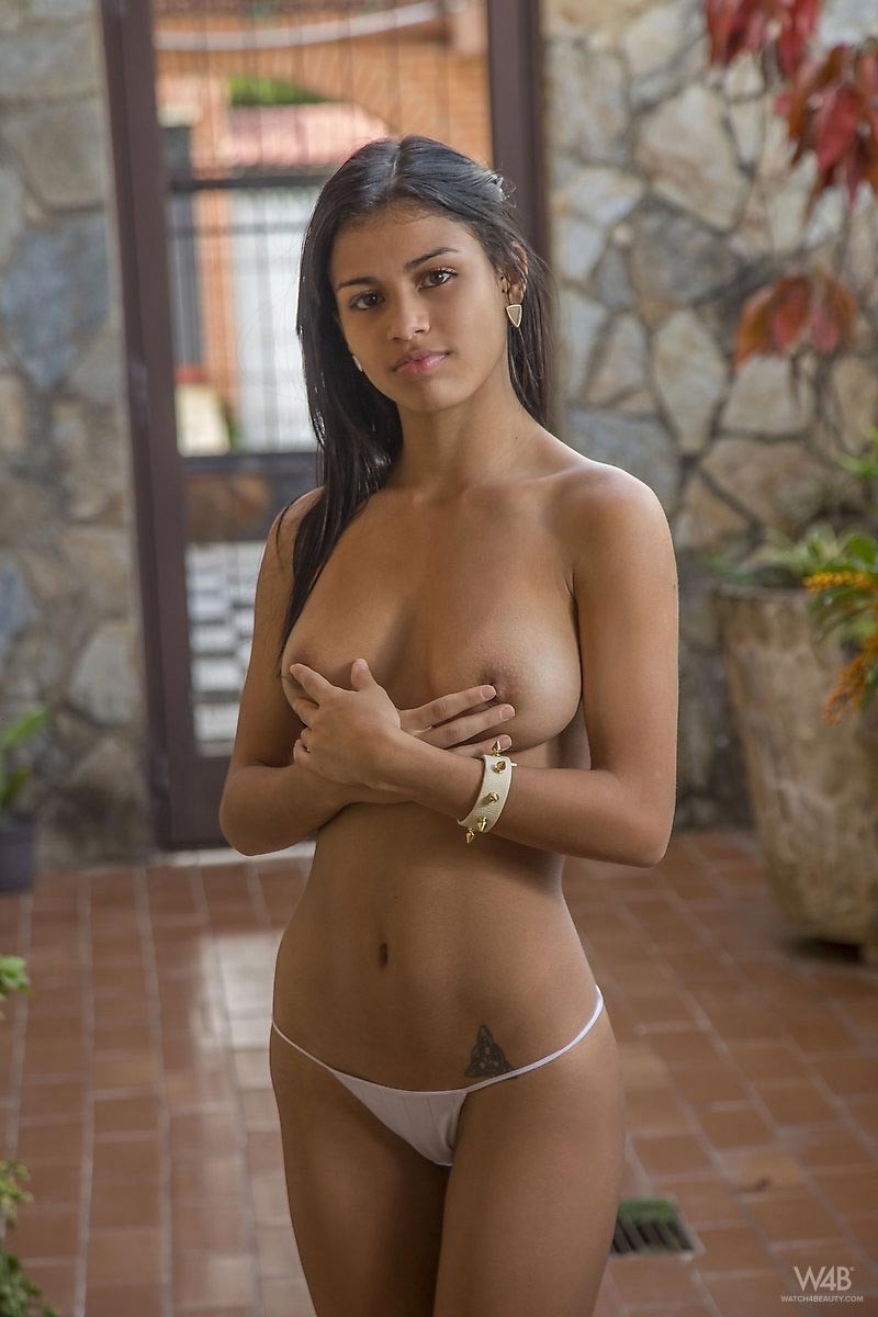 sexy-short-latina-girl-naked