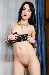 sandra-luberc-shows-shaved-pussy