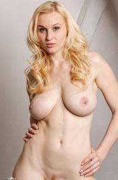petra-mis-shows-perfect-boobs