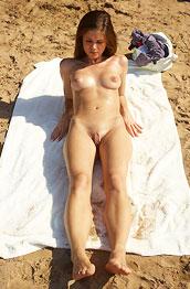 little-caprice-naked-sunbathing