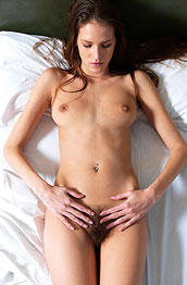 silvie-delux-naked-in-bed