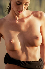evelyn-neill-naked-in-the-sun