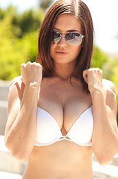 chrissy-marie-strips-in-the-bright-sun
