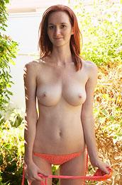 dee-dee-lynn-in-a-peachy-bikini