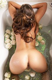 kylie-cupcake-bathtub-fun