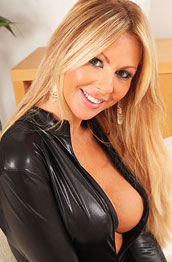 susie-summers-in-sexy-leather