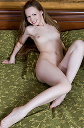 virginia-sun-naked-in-bed