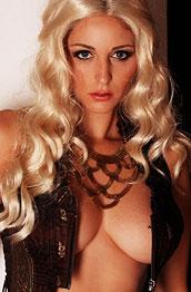 carlotta-champagne-blond-wig