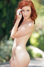 redhead-vixen-elle-alexandra