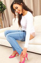 alegra-thomas-in-tight-jeans