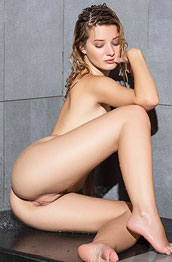 anna-tatu-shower-fun