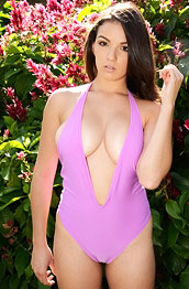 shae-summers-pink-swimsuit