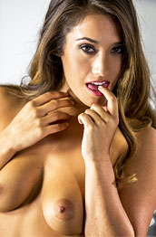 eva-lovia-spreads-her-pussy-lips