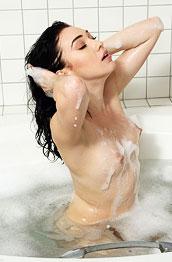 aria-alexander-bathing