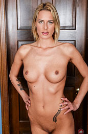 chelsey-lanette-shows-off-her-firm-body