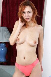 sophia-jeneu-cute-naked-redhead