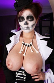 tessa-fowler-halloween-boobs