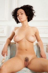 pammie-lee-exotic-babe-with-a-trimmed-snatch