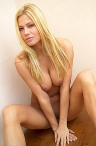 adriana-malkova-naked-against-the-wall