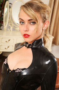 chloe-toy-in-leather