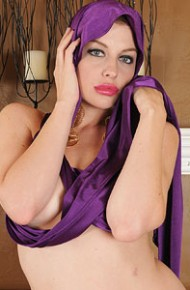 sovereign-syre-strips-off-her-purple-dress