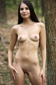 vanessa-sky-naked-in-the-woods