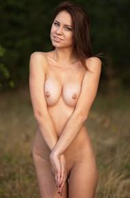 barbara-vie-teasing-naked-outside