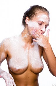 hot-wendy-gets-messy