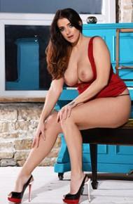 jessika-jinx-in-a-classy-red-dress