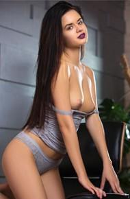 carmen-summer-strips-off-her-underwear